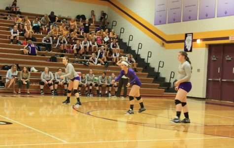 Volleyball girls lose crosstown game