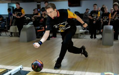 Boys bowling advances to Sectionals