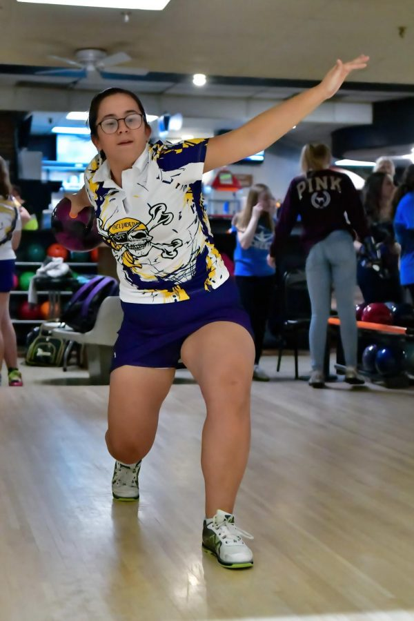 Wrestling, Bowling Advance to Sectionals